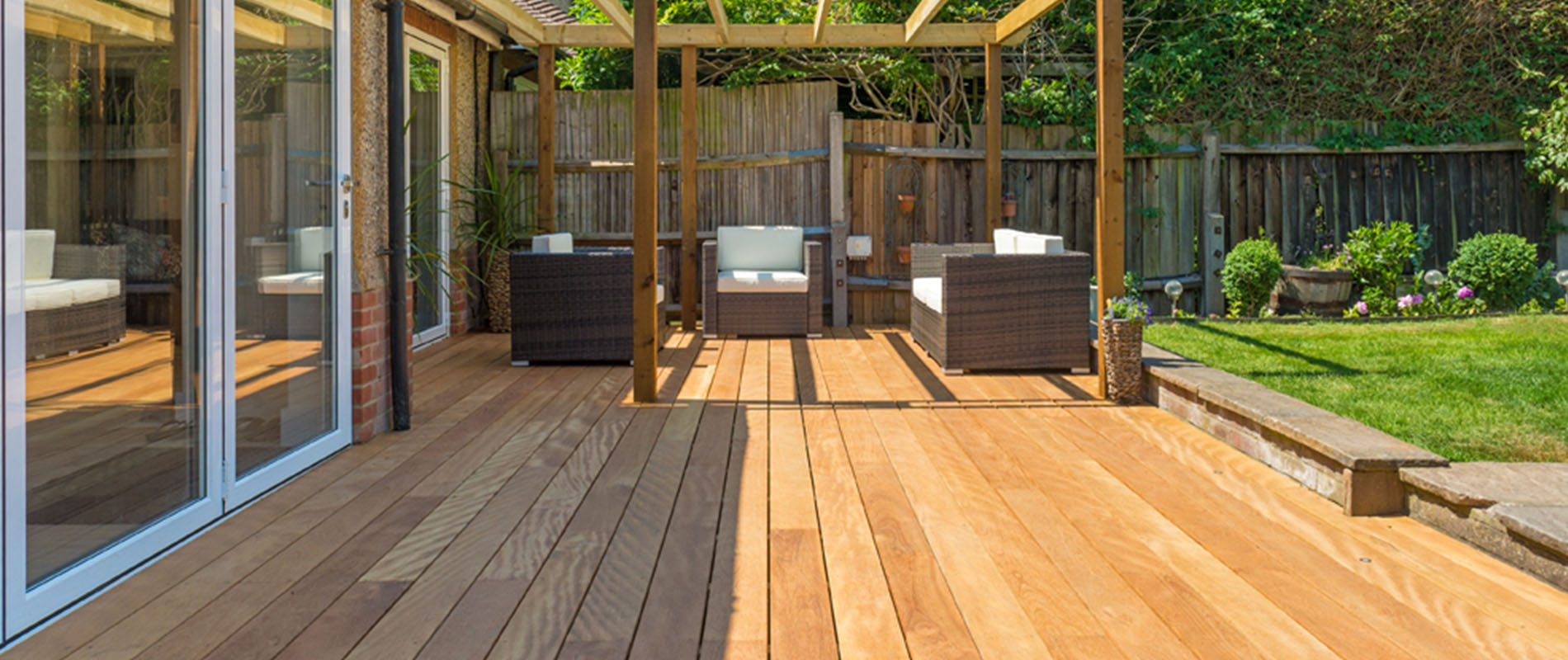 Mandioqueira decking provides superb outdoor living space