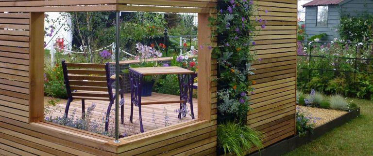 Garden Designer Wins Gold Using Western Red Cedar Slatted Screens and Decking