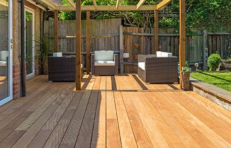 Mandioqueira decking provides superb outdoor living space