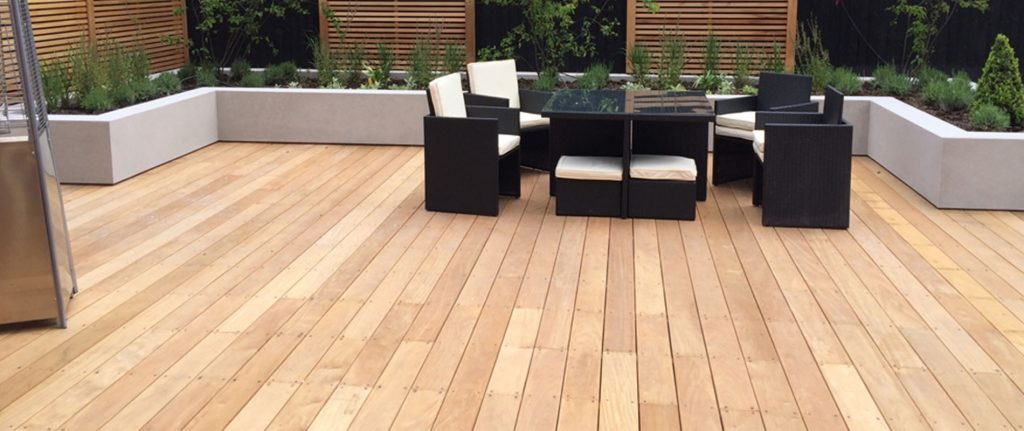 Garapa Decking and Cedar Screens Create a Modern Family Garden